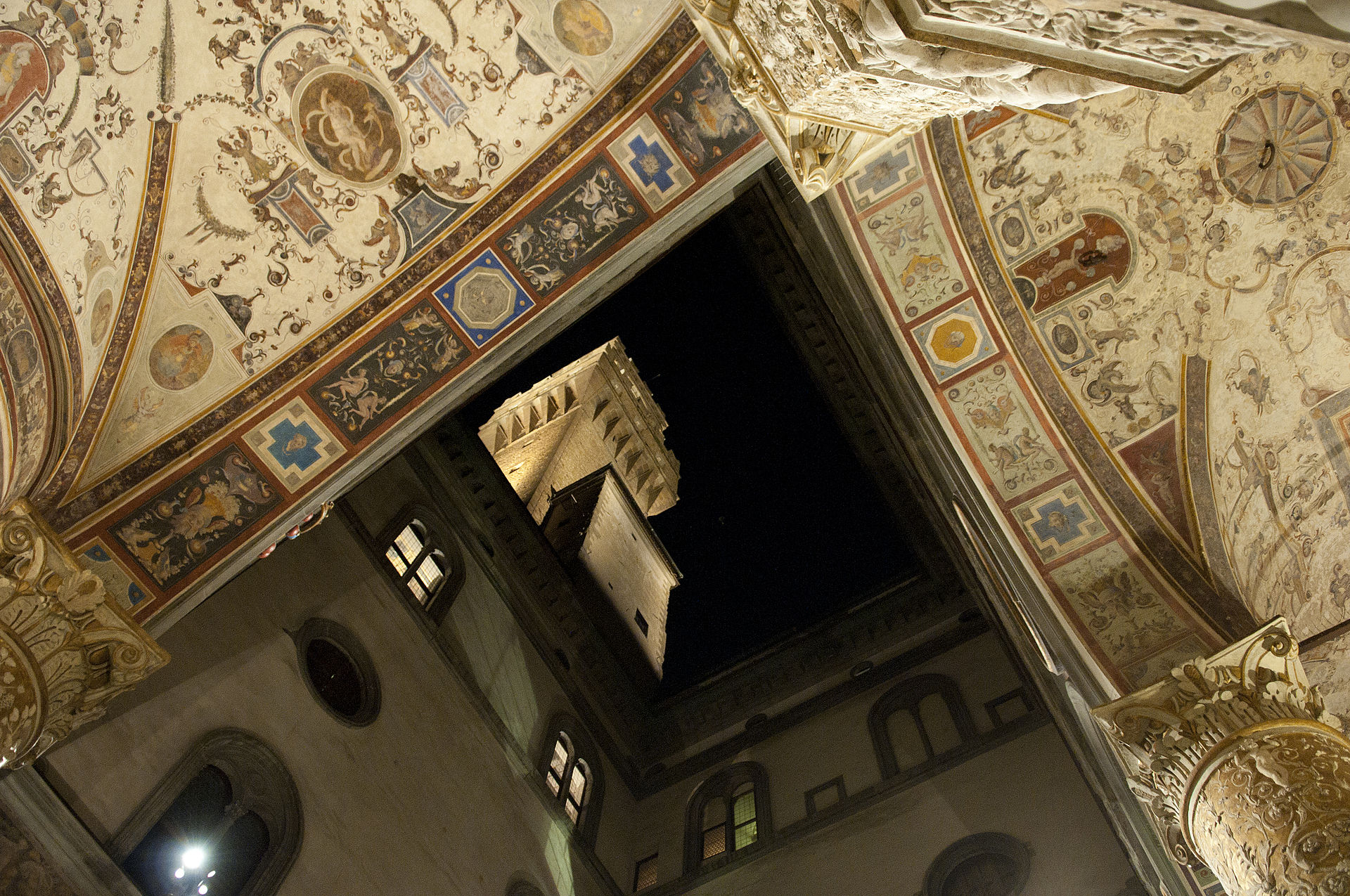 The parapet walk of Palazzo Vecchio and Arnolfo's Tower